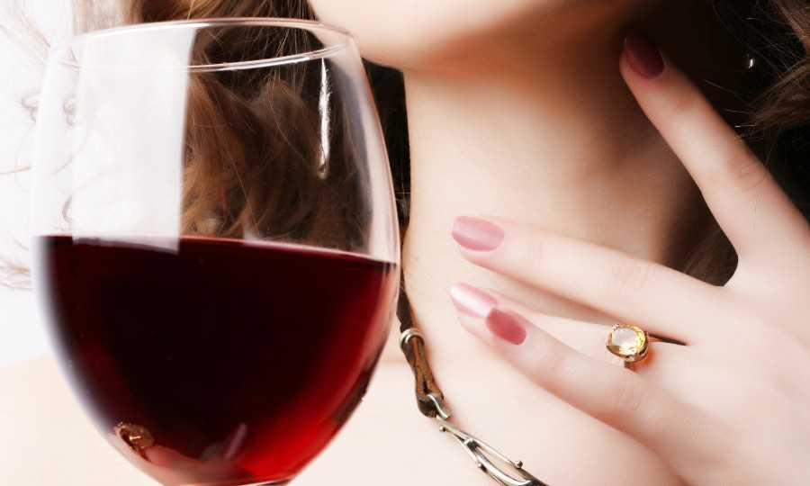Alcoolisme féminin : discret, répandu, et problématique
