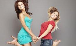 deux_femmes-mains-vol-bonheur